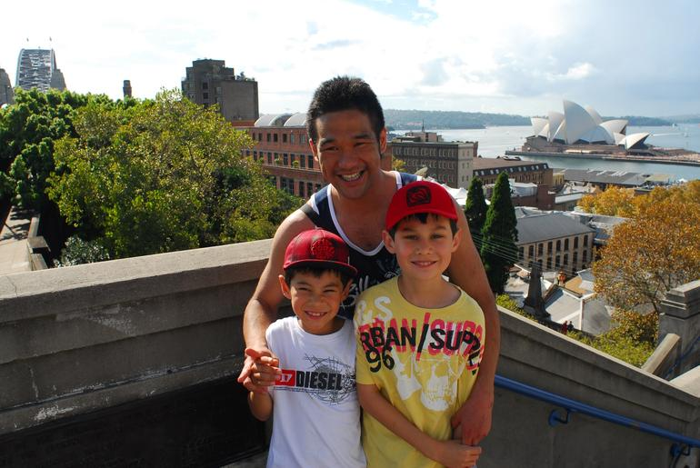 Naoya and the kids pose on the Bridge - Sydney