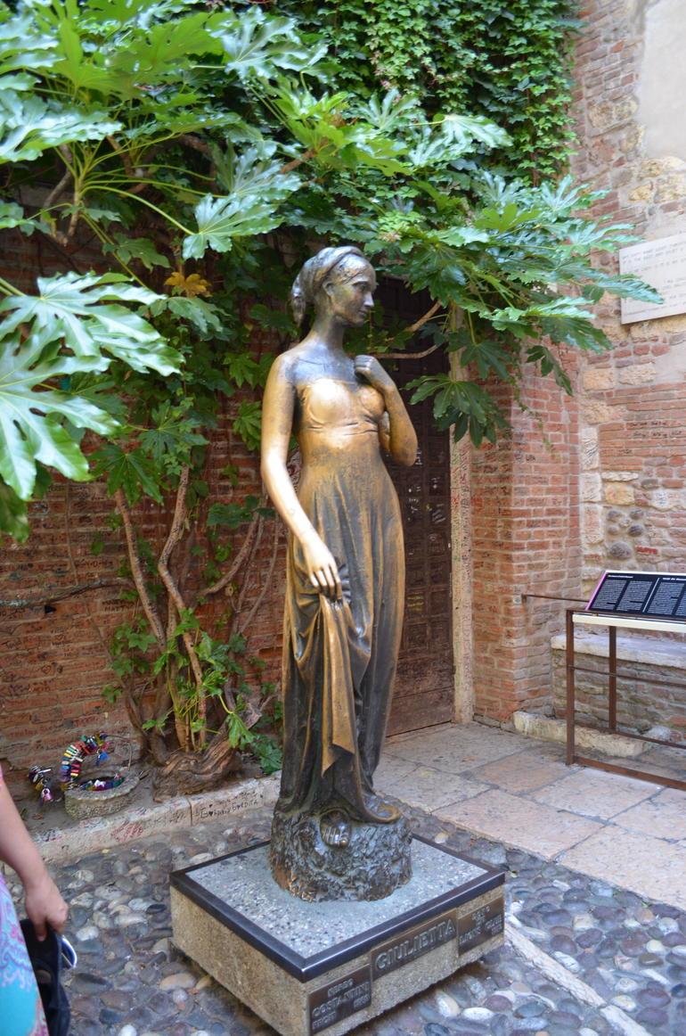 Juliets statue - Verona
