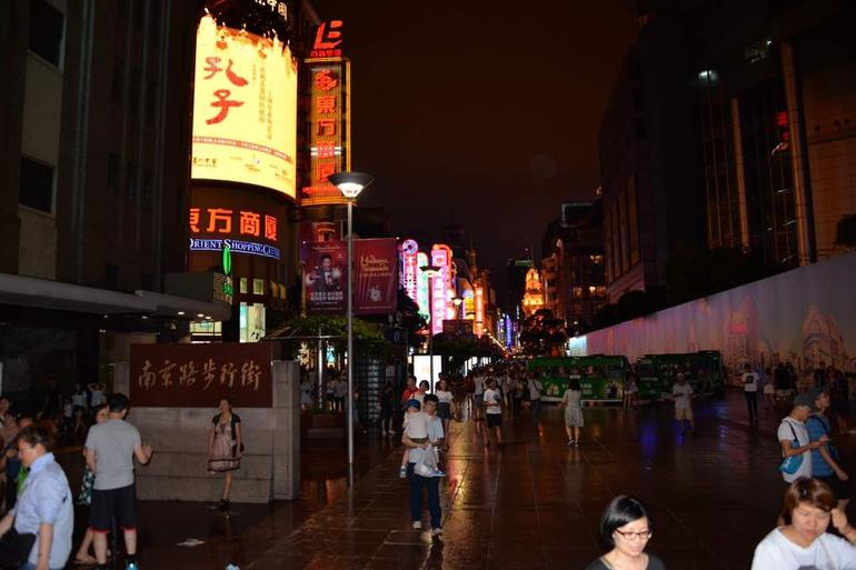 Delightful Shanghai Night Tour & Food Tour with Rooftop Bar or Rivercruise photo 15