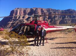 Rogério e Carlos em frente ao Helicóptero, no pouso feito no Grand Canyon , Carlos C - January 2014