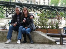 Leroy and I enjoy a glass of wine on the banks of the Seine near Pont des Arts, Chou Fleur - October 2010