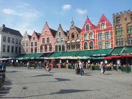 La place principale de Bruges, très animée et très belle. , Nacim B - August 2013