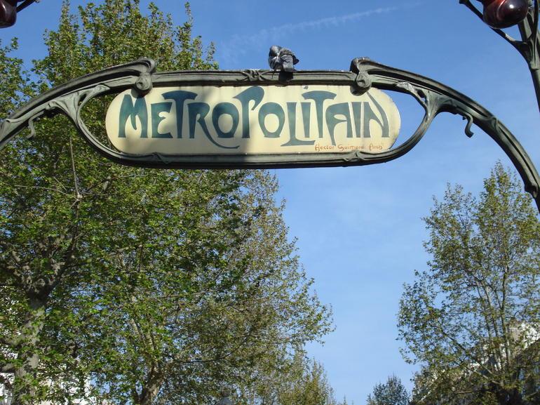 Paris Metro - Paris