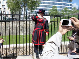 Yeoman Warder tour guide starting tour. , Kevin W - May 2016