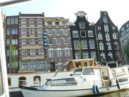 You can see many beautiful typical apartments of Amsterdam, boat houses and the canals., Linda T - May 2008