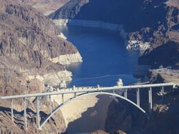 Vista aérea da represa de Hoover , Carlos C - January 2014