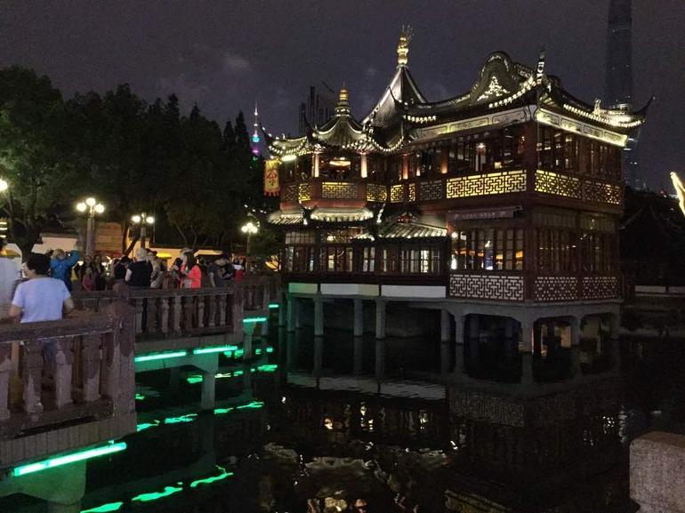 Delightful Shanghai Night Tour & Food Tour with Rooftop Bar or Rivercruise photo 13