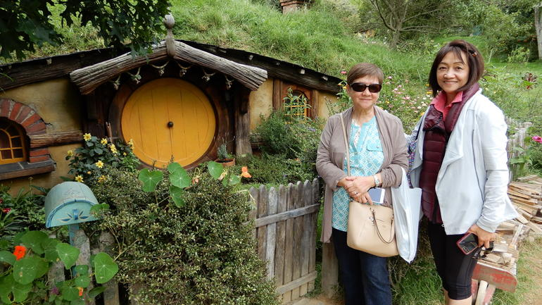 Tauranga Shore Excursion: Hobbiton + Waitomo Glowworm Caves Private Tour