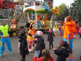 Kids having fun at Disney Show , noora.abbas - November 2011