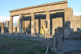 La Pasada por la FABRICA DE CAMAFEOS ESTA ABSOLUTAMENTE DE SOBRA, realmente no es necesaria y se pierde tiempo valioso que puede utilizarse en la ruinas de Pompeya , Rosario B - January 2015