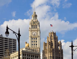 Chicago River Architecture tour: the Art Deco Wrigley Building (left) and neo-Gothic Tribune Tower - December 2011
