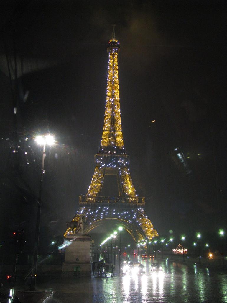 Eiffel tower light show - Paris