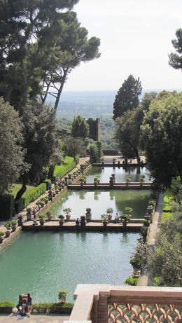 The beautiful gardens of Villa D'Este, Helene - October 2012