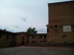 Cuando uno se adentra en esta plaza, es como meterse en el túnel del tiempo, bueno, todo San Gimignano es adentrarse en el medievo... , Enrique V - June 2015