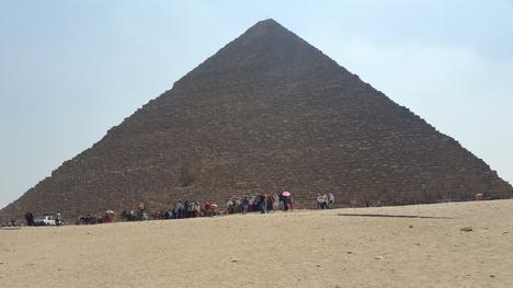 Obama Tours Pyramids