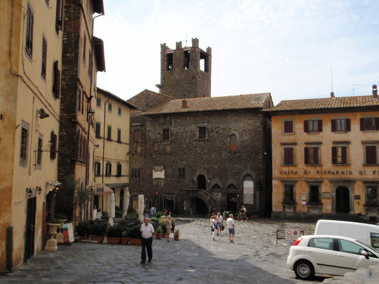 Another view of piazza in Cortona - Rome