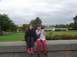 Mis hijos Tomas e Ignacia en los jardines del Capitolio , Gloria - October 2014
