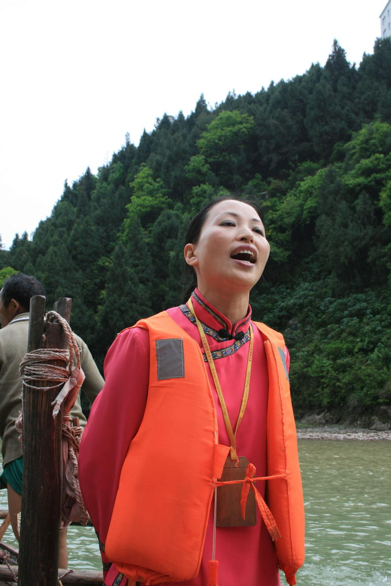 yangtze river guide singing.JPG - Yangtze River