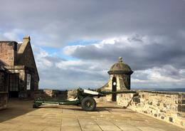The One O'Clock Gun is fired every day except Sunday Edinburgh Castle , raci88 - November 2016