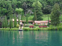 We saw some beautiful villas and gardens as we sailed from Como to Bellagio., Stuart S - May 2010