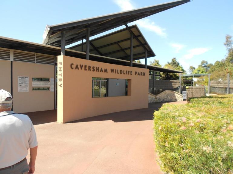 CAVERSHAM WILDLIFE PARK ENTRANCE - Perth