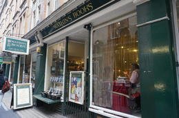 Dit is de (echte) winkel waar Harry diverse spullen voor school kocht. , Nightwing - August 2014