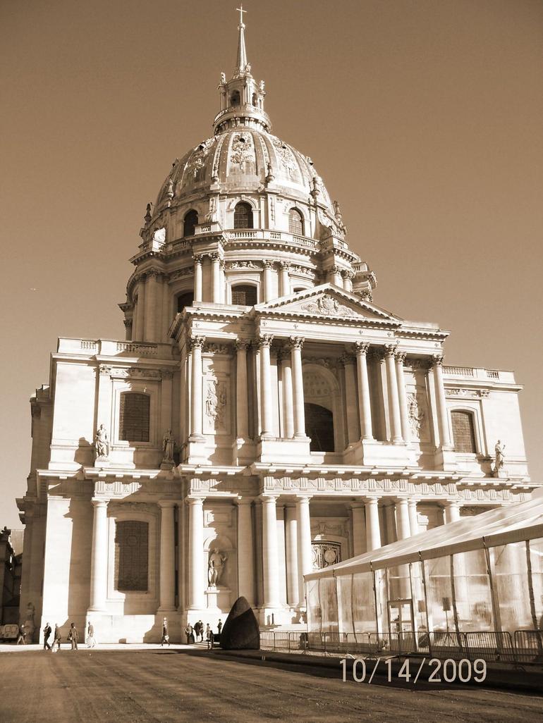Tomb - Paris