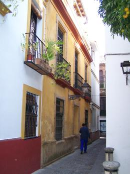 Narrow streets of the Jewish Quarter (Santa Cruz) in Seville , cazzen - November 2011