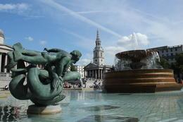 Fountain at Trafalgar Square , deeweisz - November 2017
