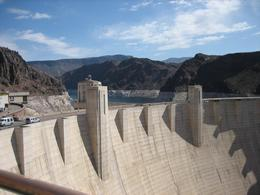 The Dam and Lake Mead behind it on a beautiful day., Eric D - April 2008