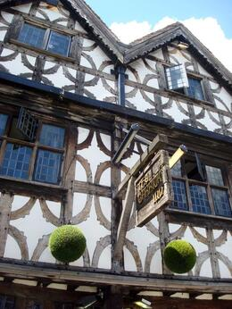 The Garrick Inn at Stratford Upon-Avon. It was Will Shakespeare's favourite pub. And now, ours too!! - July 2008