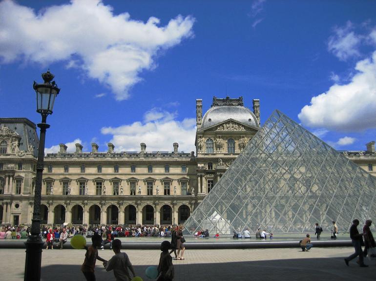 Louvre Museum, Paris - Paris