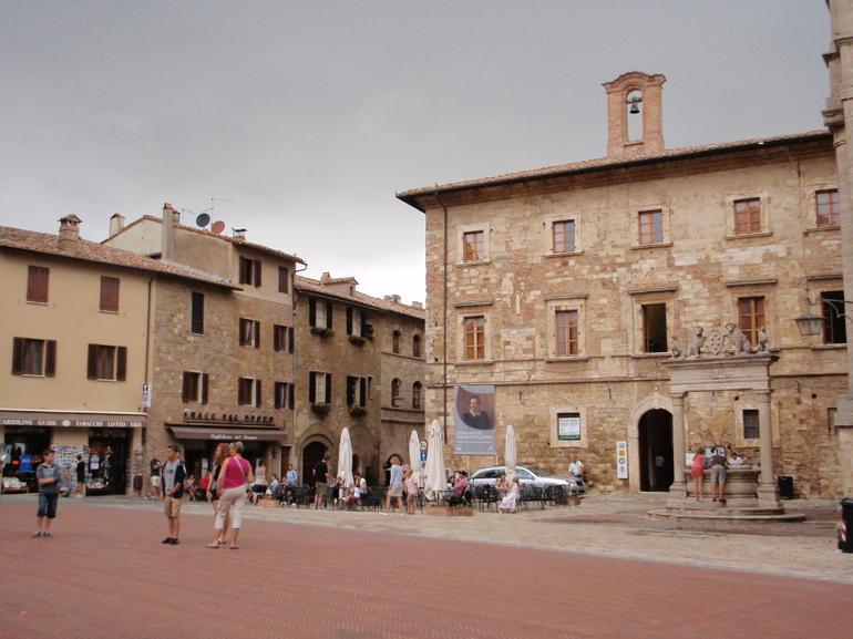 Montepulciano piazza - Rome