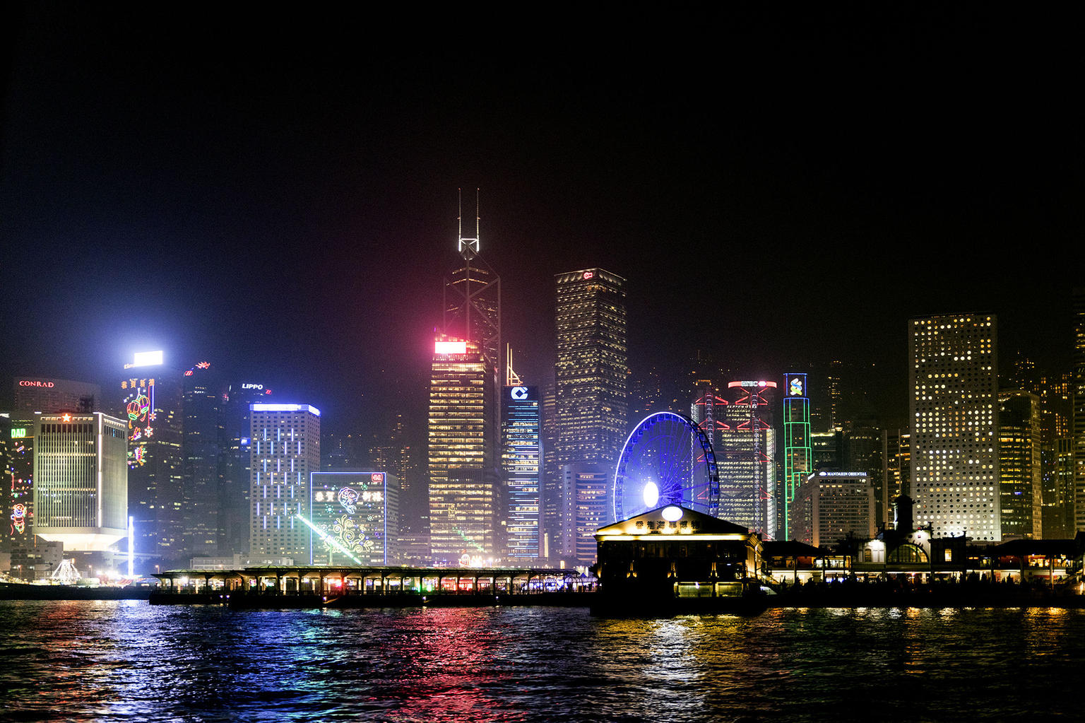 MÁS FOTOS, Symphony of Lights Hong Kong Harbor Night Cruise with Unlimited Drinks