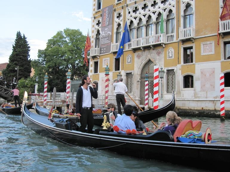 Singer and accordion player on Grande Canale, Venezia - Venice