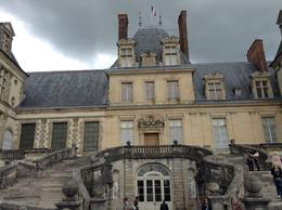 Visitamos os castelos de Fontainebleau e Vaux-le-Vicomte, muito lindos e portadores de uma história riquíssima , carlos r - June 2014