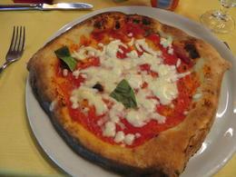 Pizza del Restaurante en Pompeya , aurorajos - May 2017
