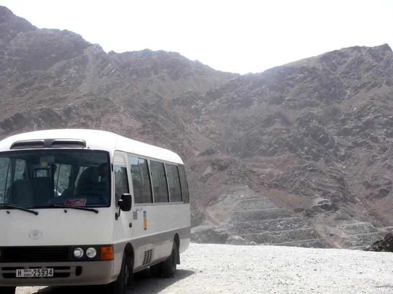 der Reisebus an einem Fotostopp - Dubai