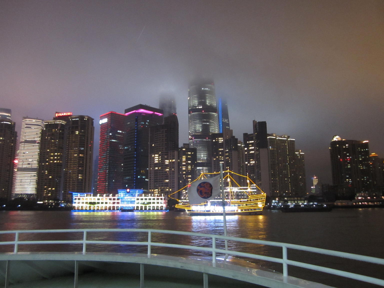 MÁS FOTOS, Shanghai Night River Cruise Tour with Xinjiang Style Dining Experience