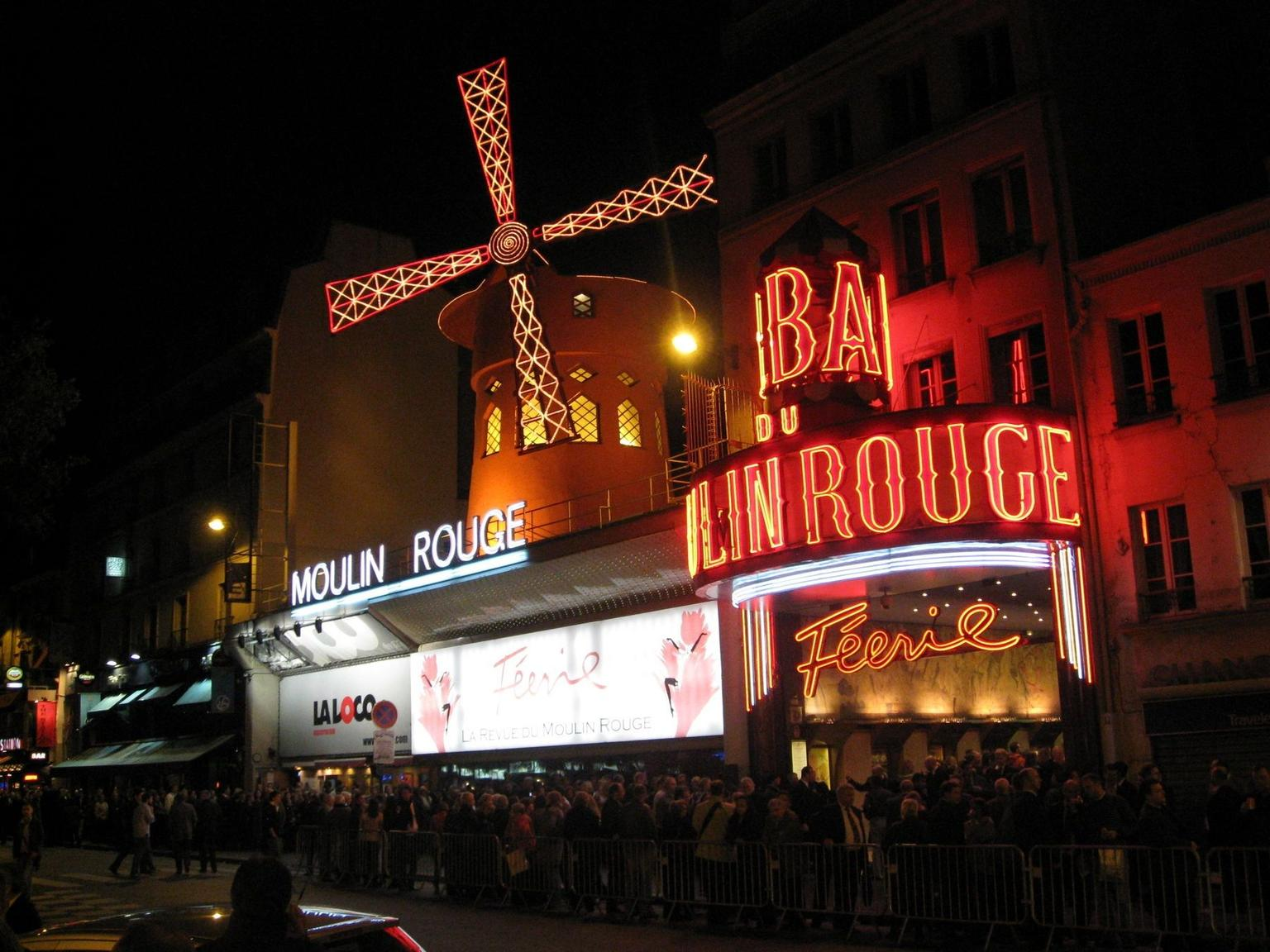 MAIS FOTOS, Show no Moulin Rouge com traslados