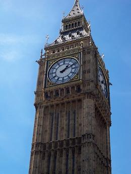 Great shot of the iconic London Bell Tower aboard the Original Sightseeing Tour, TIFFANY G - June 2010