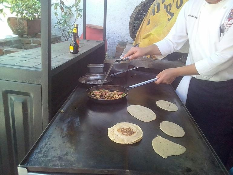 Half-Day Mexican Cooking Class with Food Tasting & Market Visit in Acapulco