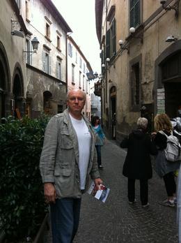 Eduardo explorando as vielas de Orvieto. , Eduardo Olindo B - November 2013