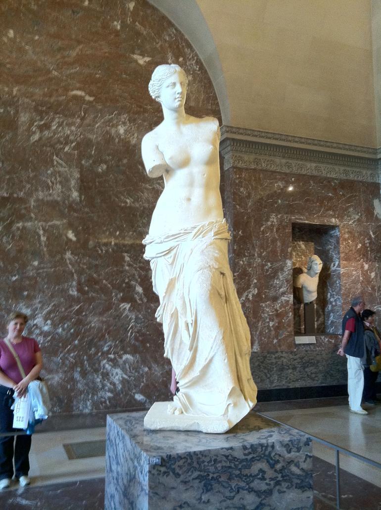Skip the Line: Louvre Museum Walking Tour including Venus de Milo and Mona - Paris