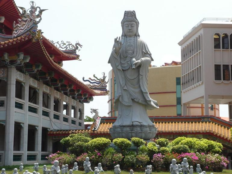 Temple garden - Singapore