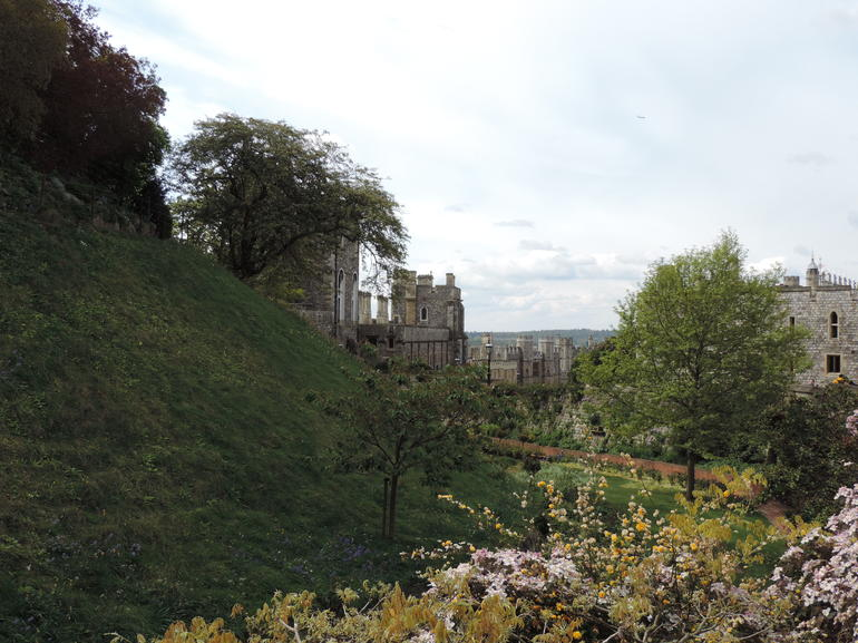 Private Windsor Castle, Stonehenge, and Bath from London
