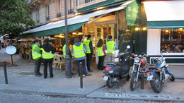 Short break for an ice cream on Île Saint-Louis , JanTulleby - May 2012