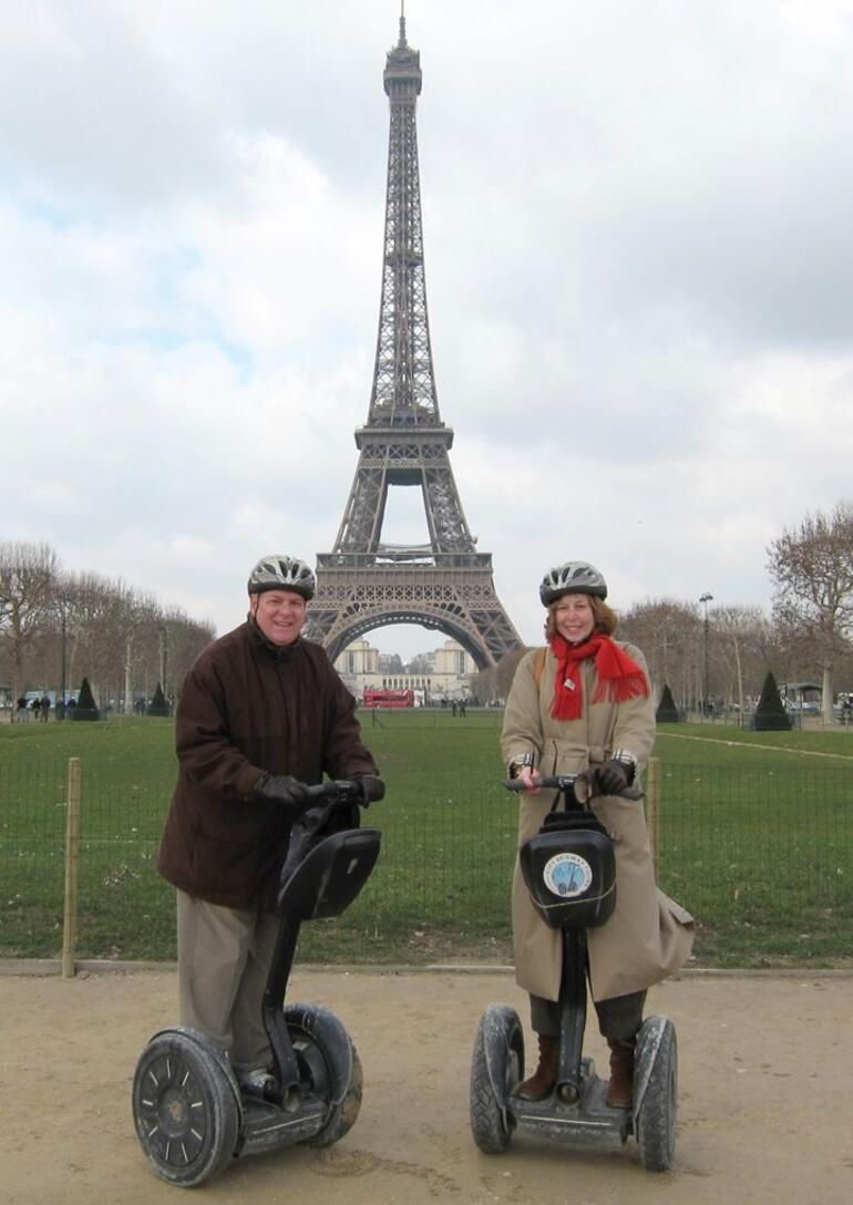 Jeanne & Fred Roll through Paris - Paris