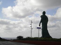 a foggy day in Las Palmas with huge statue, Ester88 - July 2011