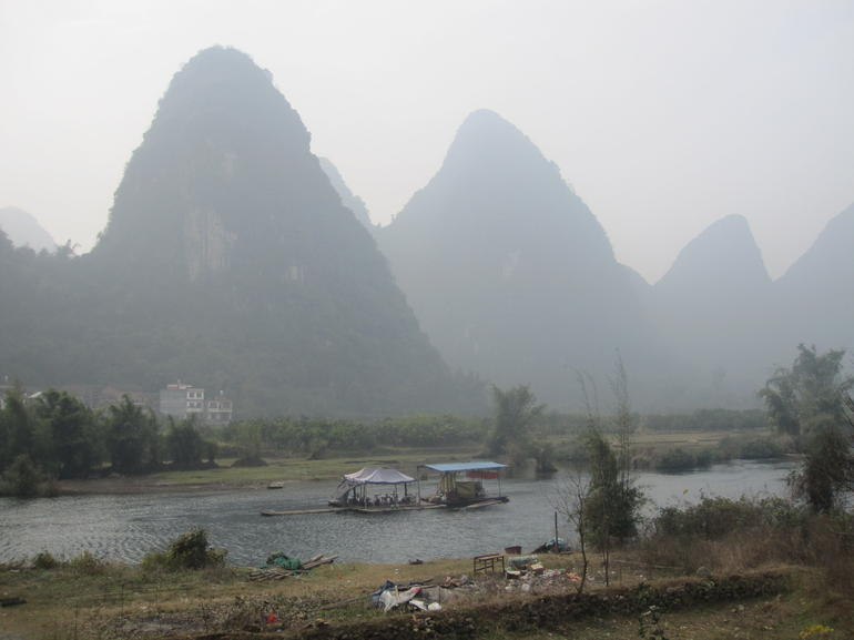 Trip down Li River, Yangshoo. - Guilin